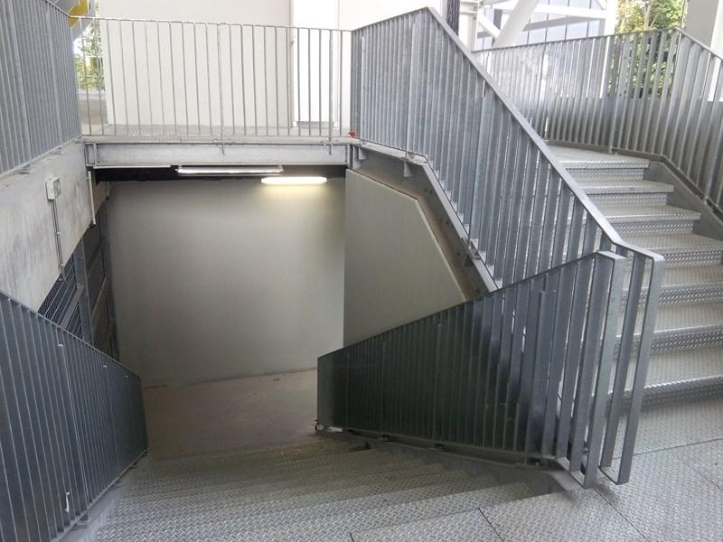 Escalier métallique avec barreaudage verticale